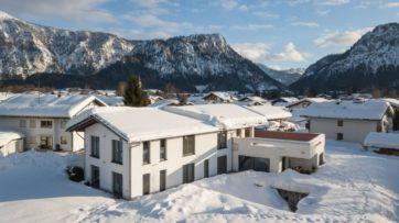 Luftaufnahme einer Immobilie in Inzell, Bayern